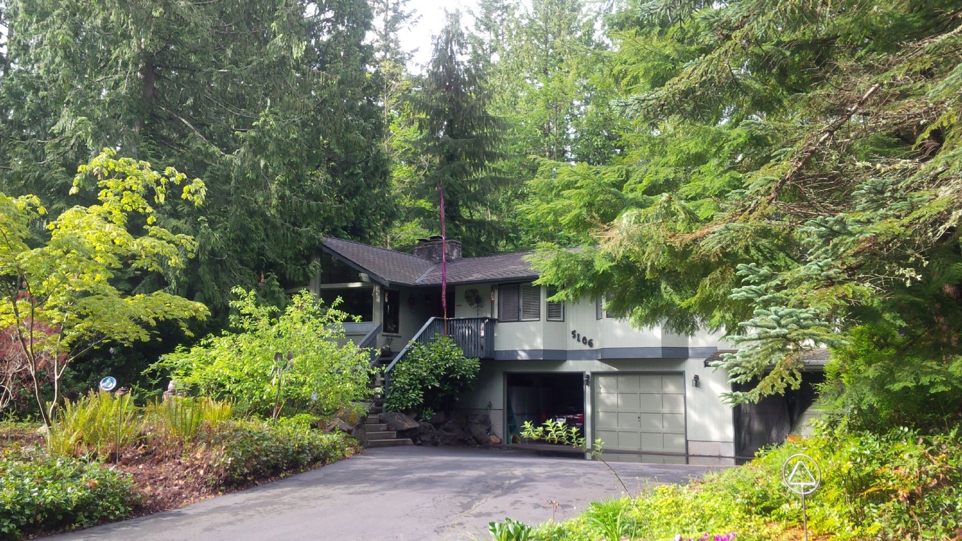Modernized Home With Lots Of Privacy Wooded Area Walking Trails